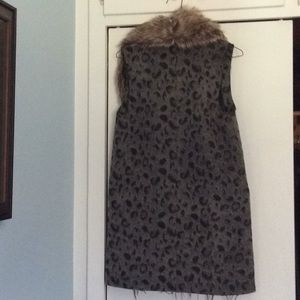 Leopard print vest with removable fur